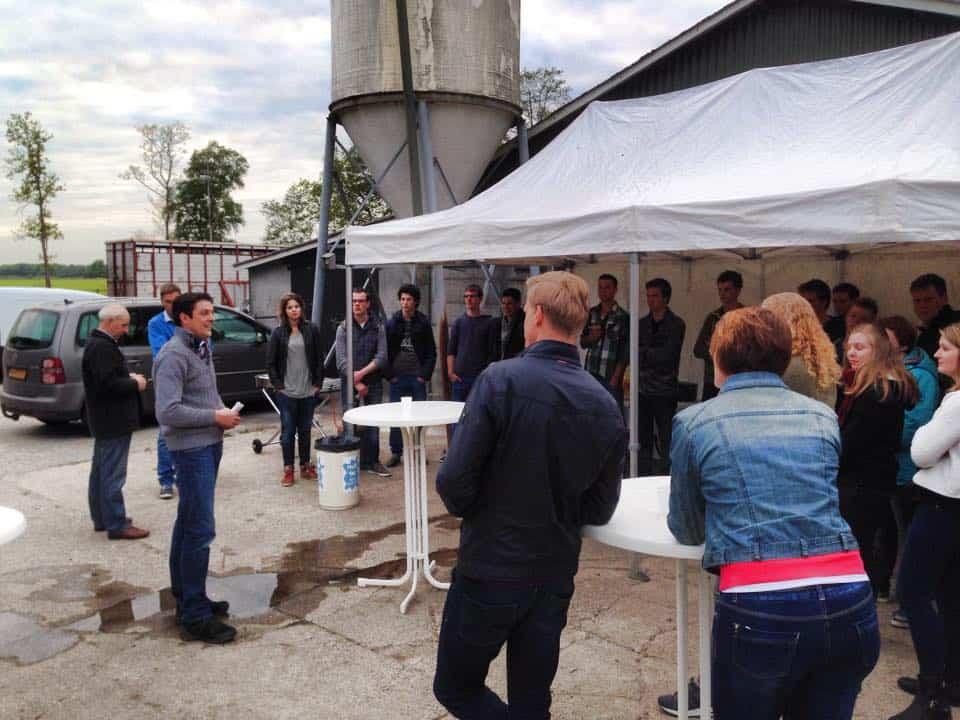 Europarlementariër Jan Huitema geeft een inleiding aan de jeugd van de Agrarische Belangen Organisatie